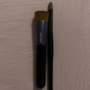 Shiseido foundation and concealer brushes